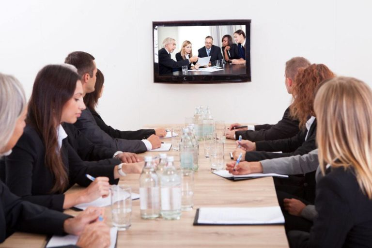 The Difference Between Webcasting and Web Conferencing